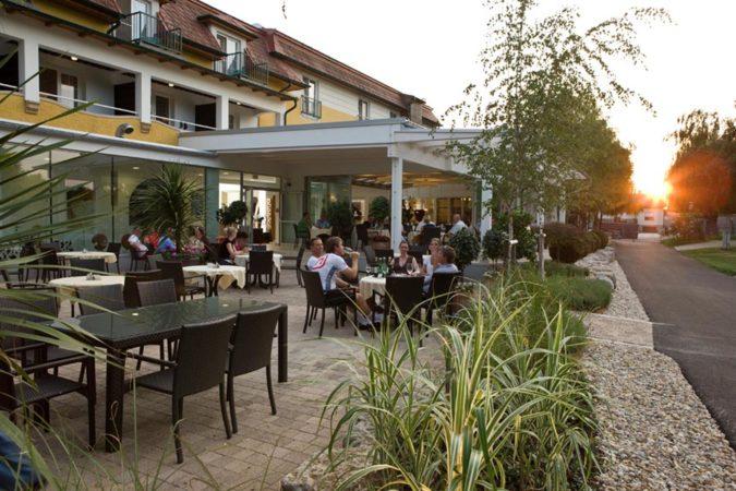 Birkenhof Terrasse am Abend