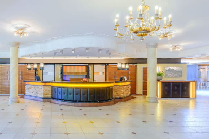 Gut Brandlhof - Hotelhalle
