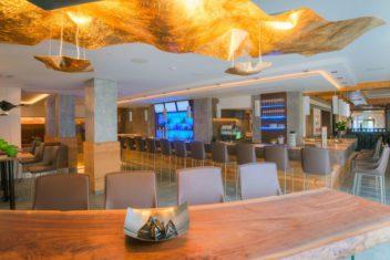 Gut Brandlhof Hotelhalle Bar