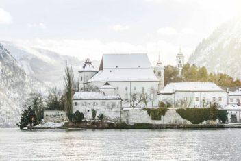 Historisches Kloster Traunkirchen_ Winter am See_Traunseehotels