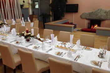 Restaurant Albatros_Tafel vor Kamin