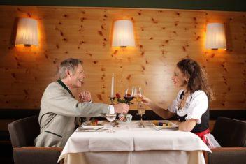 Villa Seilern_Ehepaar beim Essen