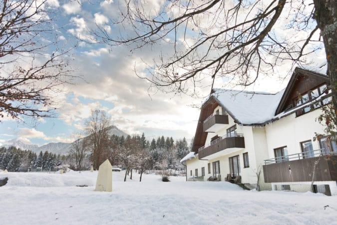 wahaha-paradise-von-aussen-winter