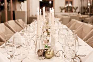 wahaha-paradise_weihnachtsfeier_weisse-tafel