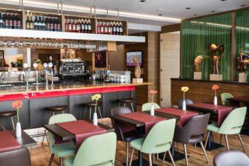 Cafe Giacomo Aragall bar area 1125x750