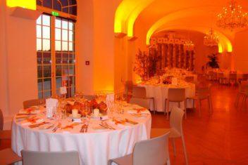 Dinner orange beige Stühle (1)