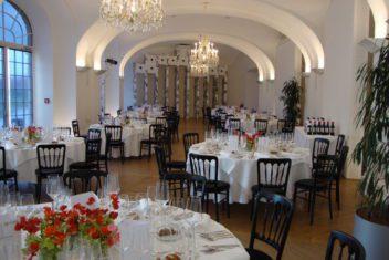 Dinner schwarze Stühle (2)
