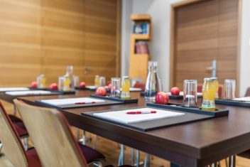 Matteo Boardroom small 750