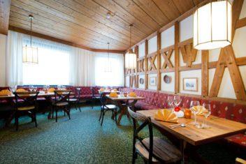 Schrofenstein_Gebaeude_Raeumlichkeiten_Restaurant_Stueberl_Aufgedeckt_Gelb_2019 (2)