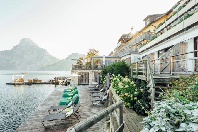 Seitenansicht - Das Traunsee - Alle Zimmer mit Balkon und Seeblick