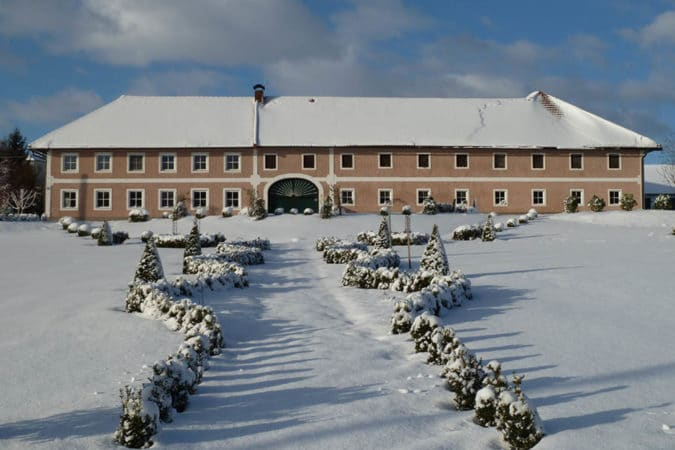 stadlerhof-aufgang-zum-hof