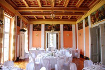 villa toscana gedeckte tische